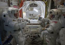 Preparing_for_spacewalk
