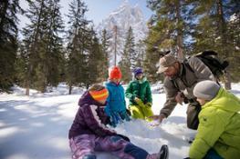 Detective della Natura nella neve  m Familienhotels