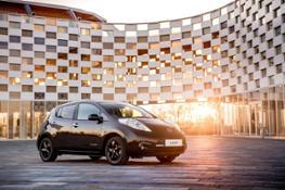426160840 Nissan reveals stylish new LEAF Black Edition