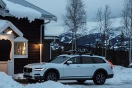 203736 Volvo V90 Cross Country by the Get Away Lodge