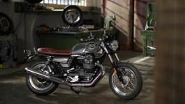 Moto Guzzi V7 III Anniversario footage Still life