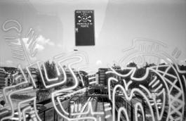 9-Keith Haring Deleted - Roma, Ponte della Metro A, stazioni Flaminio-Lepanto, 1984-86, foto di Stefano Fontebasso De Martino - coll.privata