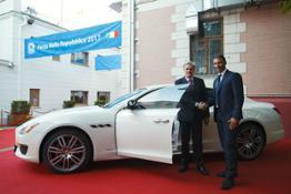 Maserati - Ambasciata italiana a Mosca - Festa Della Repubblica l'Ambasciatore italiano a Mosca Cesare Maria Ragaglini con Tobia Rosati General Manager Maserati Est Europa