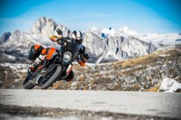 KTM 1290 SUPER DUKE GT Action 02