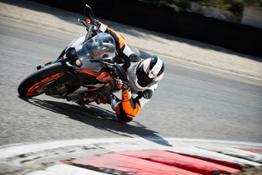 KTM RC 390 Action 02