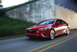 2018-Buick-Regal-GS-022