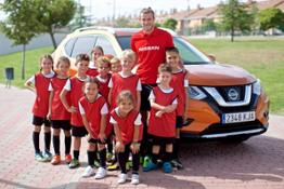 426204132 Gareth Bale celebrates Nissan s partnership extension with the UEFA