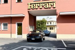 Ferrari 70 anni: uscita auto da ingresso storico