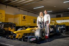 COUPLE ENGAGEMENT AT RENAULT SPORT FORMULA ONE IRACE EVENT 06h00 UK 211117 (6)