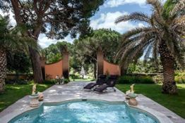 La Villa pool
