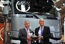 Il Renault Trucks T si aggiudica il titolo di International Truck of the Year 2015