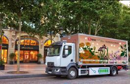 Le boutique Guerlain a Parigi si affidano al Renault Trucks D elettrico
