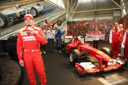 14-12 Giancarlo Fisichella Museo Ferrari