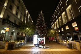 1-Albero Natale Piazzetta Croce Rossa MI - 1