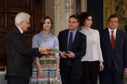 da sx verso dx il Presidente Mattarella, la premiata, Bruno Nardelli, Luisa Todini e Carlo Calenda