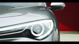 Alfa Romeo Stelvio in città (clip 1 min 15 sec)