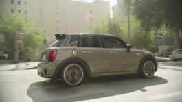 MINI 5 door. Driving Scenes