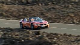 BMW i8 Roadster, Driving Scenes