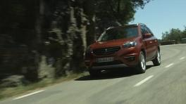 Renault Koleos dynamic shots countryside