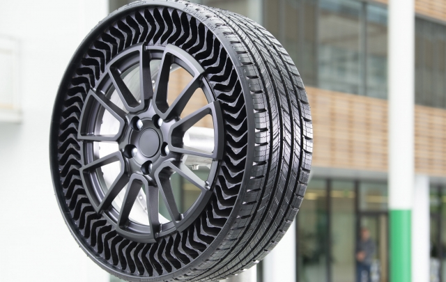 MICHELIN, GM TAKE THE AIR OUT OF TIRES FOR PASSENGER VEHICLES