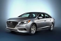 42745_2016_Hyundai_Sonata_Plug_in_Hybrid_Electric_Vehicle_PHEV_Front_3_4