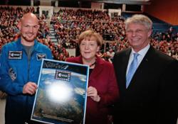 German_Chancellor_Angela_Merkel_with_ESA_s_Alexander_Gerst_and_Thomas_Reiter