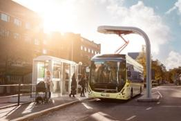 7900 Electric Exterior 2015_0470_Charging_at_bus_stop