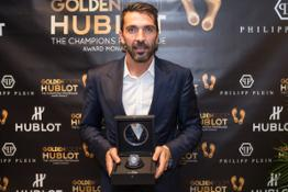 gianluigi-buffon-wins-the-2016-golden-foot-hublot-award