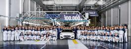 12066-Maserati-prodottalavetturan.100.000pressoAGAP-sxQuattroporteLuigiGalanteEMEARegionHeadofManufacturingPremiumBrandsdxQuattroporteAlfredoAltavillaChiefOperatingOfficerEMEARegionconlepersonedellostabilimento2016