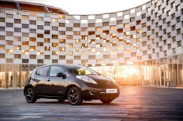 426160840 Nissan reveals stylish new LEAF Black Edition