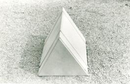 Ugo La Pietra, prototipo di un elemento del progetto Occultamento, 1972 - Foto 1 (1)