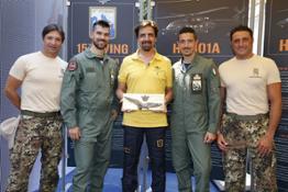 AERONAUTICA MILITARE - Pitti 14 Giugno 2017 - Valerio Staffelli e alcuni dei piloti del 15° stormo di Cervia e gli aerosoccorritori