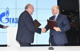 Sergey Polyakov and Oleg Aksyutin at signing ceremony