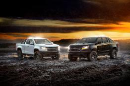 2018-Chevrolet-Colorado-ZR2-Dusk-and-Midnight-Editions-087