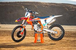 KTM 450 SX-F Factory Edition MY 2018 Static 02 c Simon Cudby