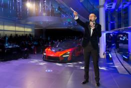 8640Auctioneer-Max-Girardo-with-McLaren-Senna