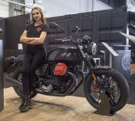 01 Moto Guzzi V7 III Carbon