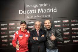 131dc39ce018df703219b7814ef28575515bb6f467024c3f971d90fb88aeed9a 08 Ducati Madrid Jorge Lorenzo Carmelo Ezpeleta Claudio Domenicali UC64997 High