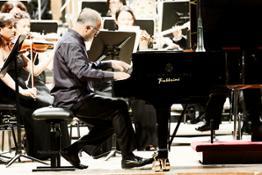 Emanuele Arciuli al piano con laVerdi diretta dal M° Carlo Tenan  - foto Paolo Dalprato  (3)