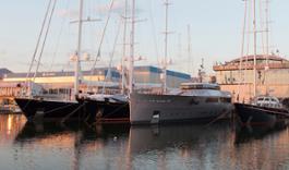 Navi Perini in darsena a Viareggio