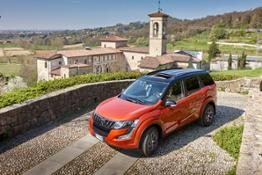 Mahindra XUV500 W10low