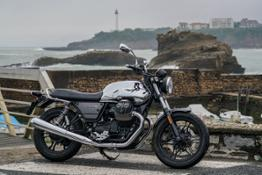 01 Moto Guzzi V7 III Limited