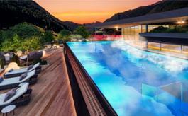Amonti Sunset Sky Pool