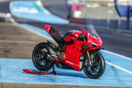 Panigale V4 R Static 06 UC69882 High
