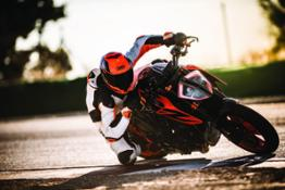 KTM 1290 SUPER DUKE R Action 06
