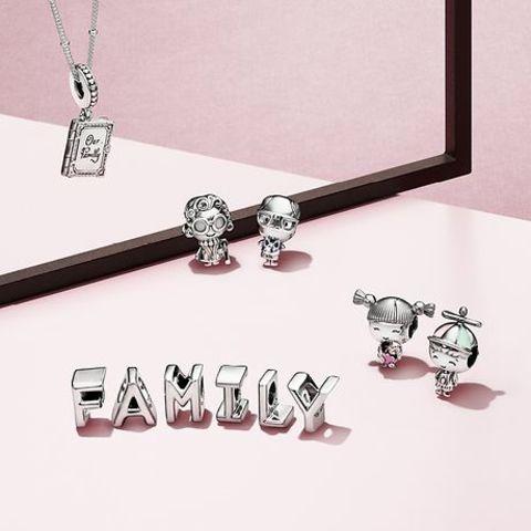 4efee8fc7755 Pandora: album di famiglia