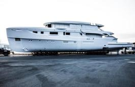 Benetti Oasis 40 M - hull and superstructure