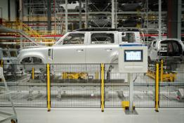 MANUFACTURING THE NEW LAND ROVER DEFENDER