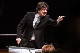 Andrea Oddone dirige laVerdipertutti e il Coro degli Stonati nel Crescendo - foto StudioHanninenDSC 3203