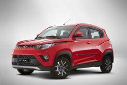 Mahindra KUV100 red+accessori 03 LR